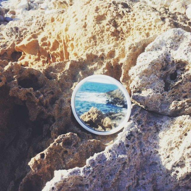 Lumea vazuta printr-o oglinda - Poza 1