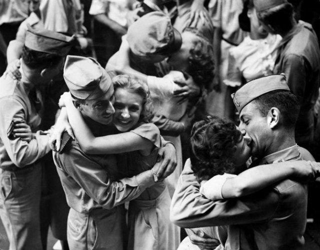 Intensitatea romantismului din timpul razboaielor - Poza 17
