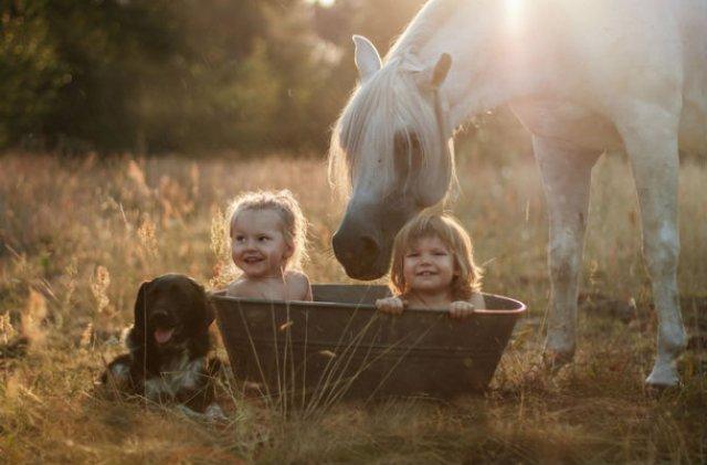 Animale si copilasi, intr-un pictorial superb - Poza 1