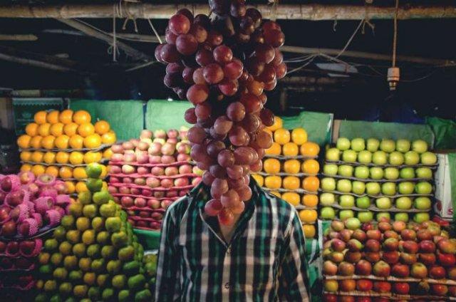 Oameni si fructe cu o singura identitate