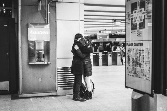 Dragoste stradala: Momente romantice, pe strazile cenusii - Poza 10