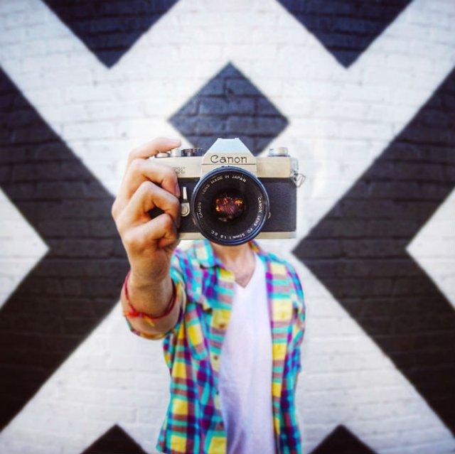 Autoportrete fara subiect: 11 Altfel de selfie-uri ingenioase