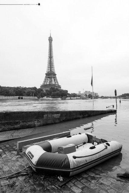 Parisul sub ape, in fotografii alb-negru - Poza 17