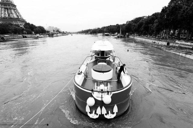Parisul sub ape, in fotografii alb-negru - Poza 16