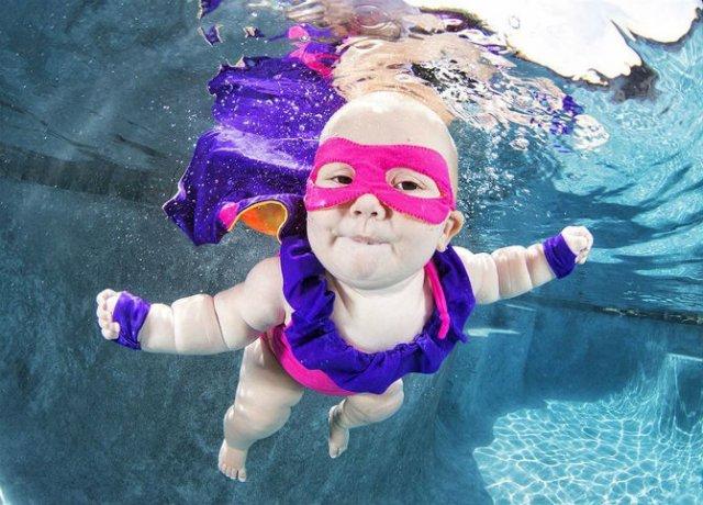 Pitici inotatori: Cele mai simpatice poze subacvatice cu bebelusi - Poza 10