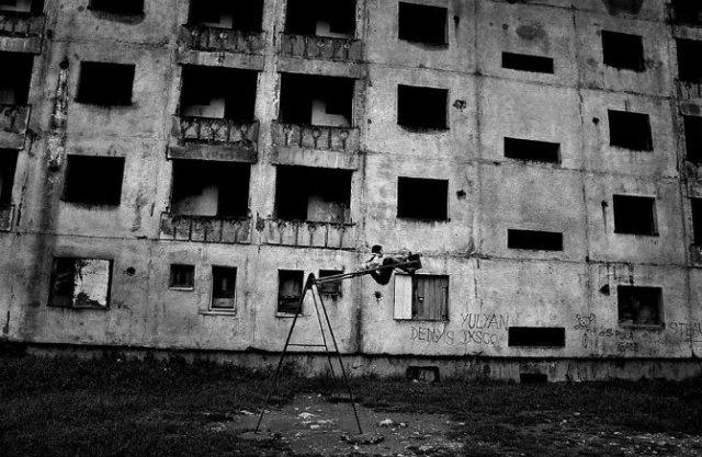 Copiii lumii, in poze alb-negru - Poza 12