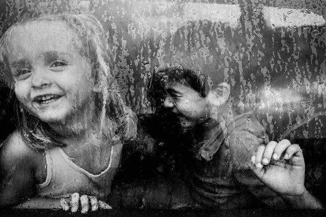 Copiii lumii, in poze alb-negru - Poza 16