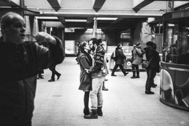 Dragoste stradala: Momente romantice, pe strazile cenusii - Poza 1