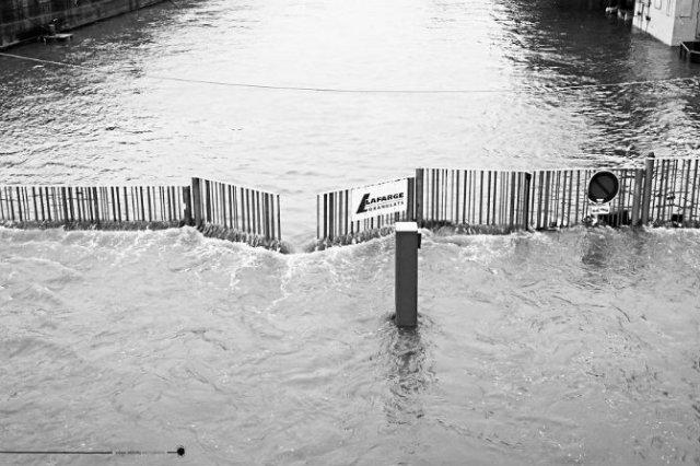 Parisul sub ape, in fotografii alb-negru - Poza 15