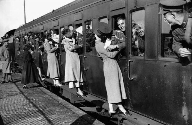 Intensitatea romantismului din timpul razboaielor - Poza 13