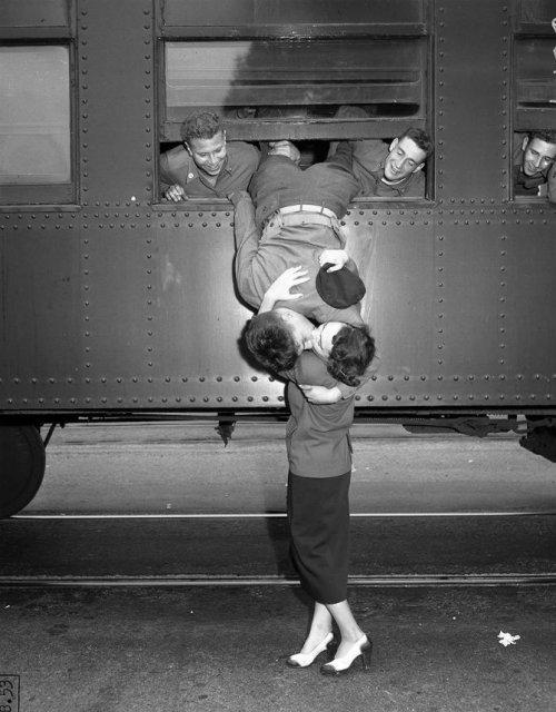 Intensitatea romantismului din timpul razboaielor - Poza 12
