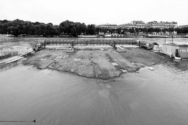 Parisul sub ape, in fotografii alb-negru - Poza 14