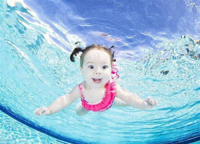Pitici inotatori: Cele mai simpatice poze subacvatice cu bebelusi - Poza 1