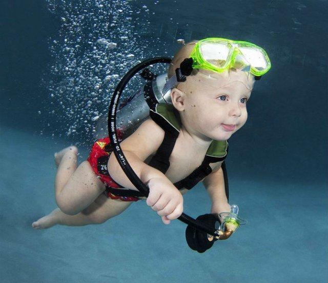 Pitici inotatori: Cele mai simpatice poze subacvatice cu bebelusi - Poza 9