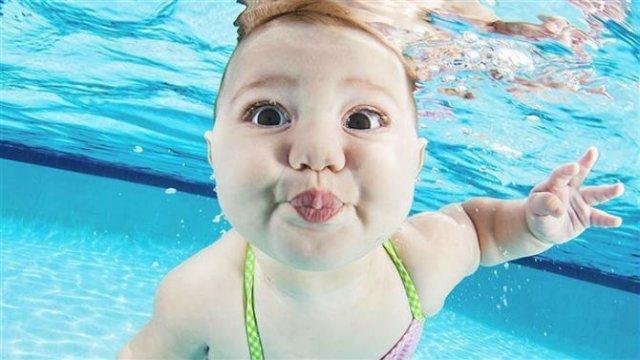 Pitici inotatori: Cele mai simpatice poze subacvatice cu bebelusi - Poza 4