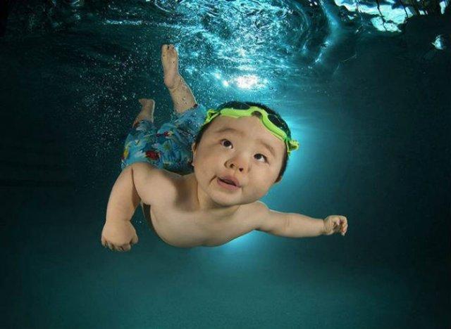 Pitici inotatori: Cele mai simpatice poze subacvatice cu bebelusi - Poza 5