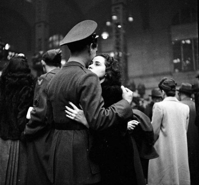 Intensitatea romantismului din timpul razboaielor - Poza 9