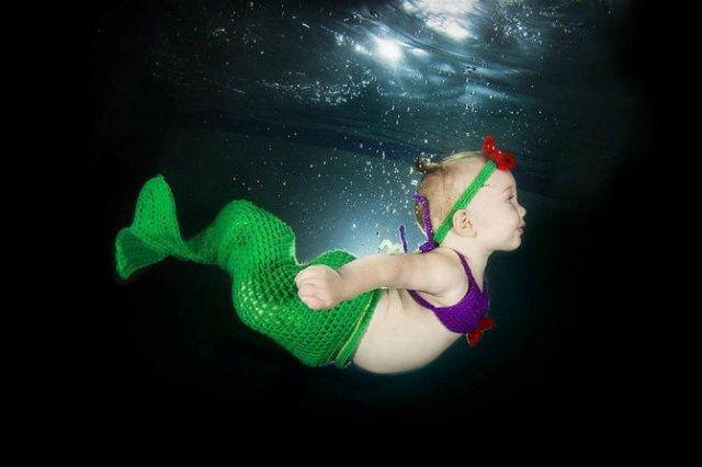 Pitici inotatori: Cele mai simpatice poze subacvatice cu bebelusi - Poza 7