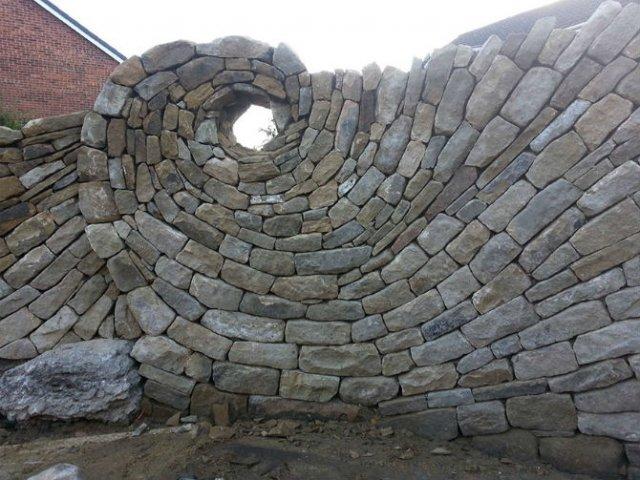 Fostul zidar care transforma piatra in arta - Poza 1