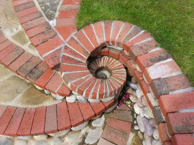 Fostul zidar care transforma piatra in arta - Poza 3