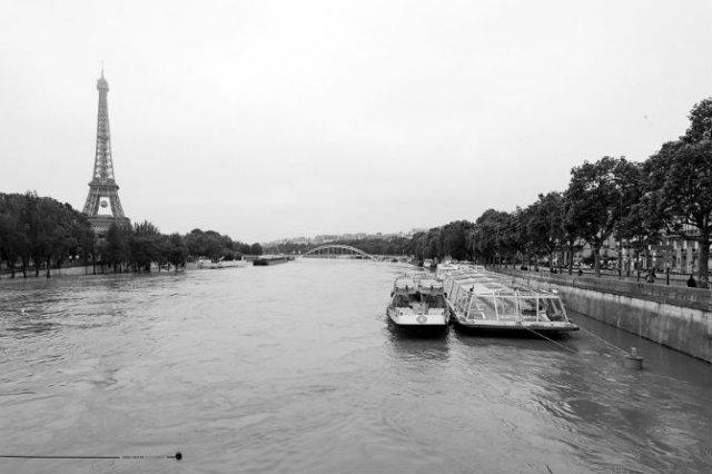 Parisul sub ape, in fotografii alb-negru - Poza 11