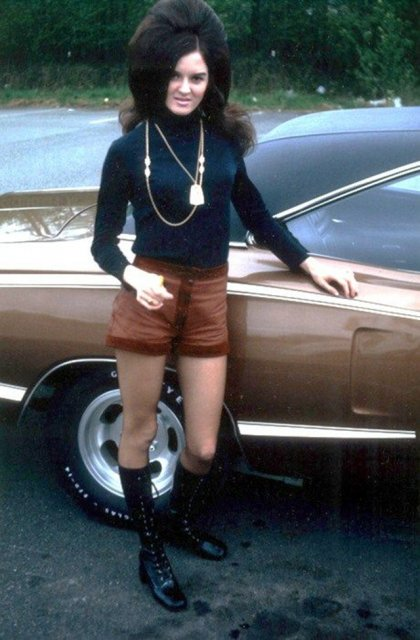 Marimea a contat mereu: Coafuri supradimensionate din anii `60 - Poza 16
