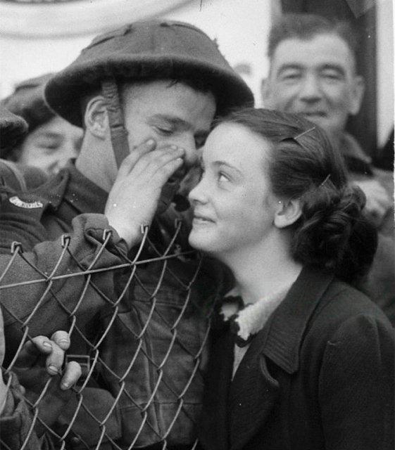 Intensitatea romantismului din timpul razboaielor - Poza 1