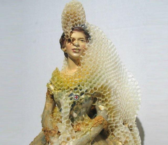 Sculpturi din portelan remodelate de albine - Poza 3