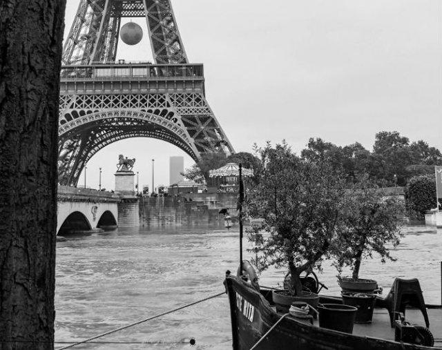Parisul sub ape, in fotografii alb-negru - Poza 21