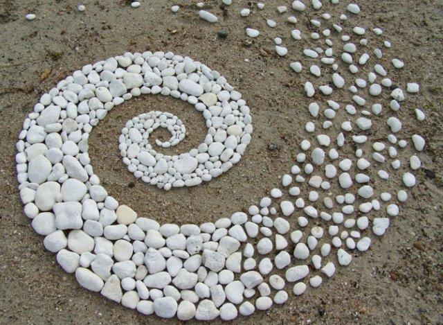 Ansambluri artistice cu resturi din natura - Poza 15
