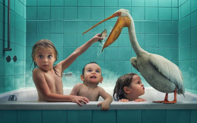 Trei fetite simpatice intr-un cadru fantastic