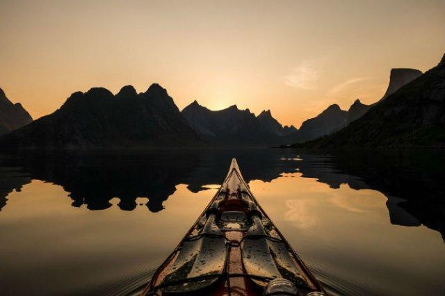Un fotograf, un caiac si cele mai frumoase peisaje din lume - Poza 13