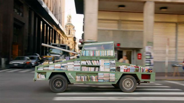 Arme de culturalizare in masa: Bombardamente cu materiale de citit, in Argentina
