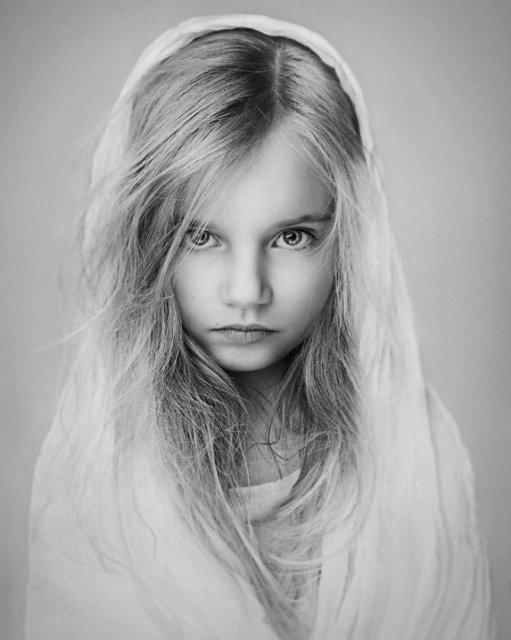 Copiii lumii, in poze alb-negru - Poza 11