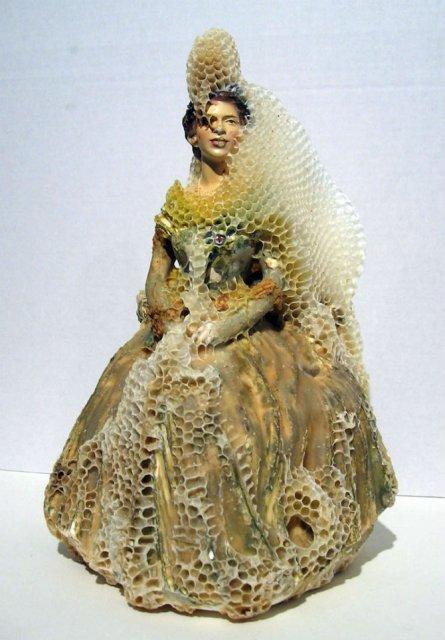 Sculpturi din portelan remodelate de albine - Poza 2