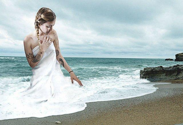 Poze suprarealiste, cu Monica Carvalho