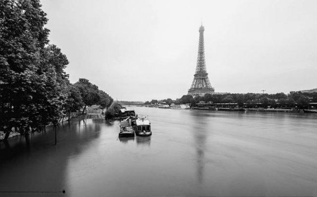 Parisul sub ape, in fotografii alb-negru - Poza 1