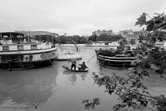 Parisul sub ape, in fotografii alb-negru - Poza 5