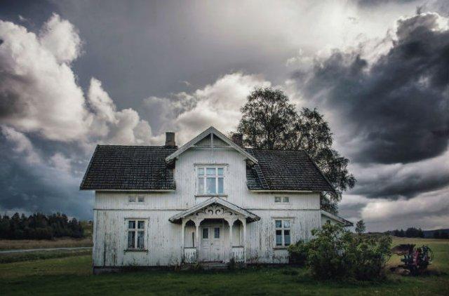Frumusetea caselor abandonate de pe taramurile nordice - Poza 13