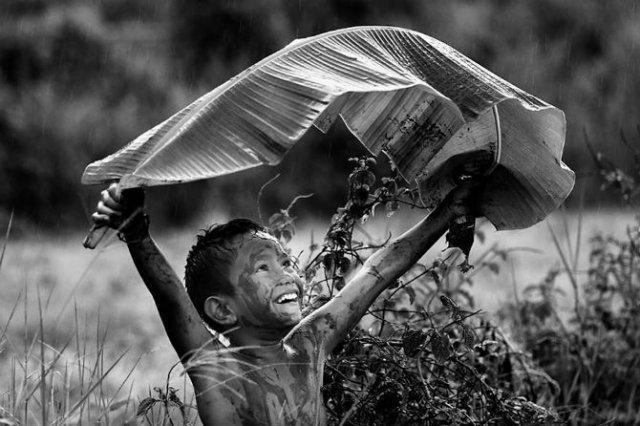 Copiii lumii, in poze alb-negru - Poza 4