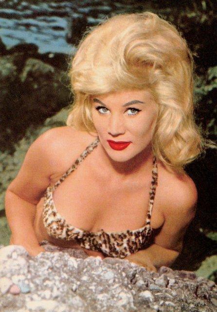 Marimea a contat mereu: Coafuri supradimensionate din anii `60 - Poza 12