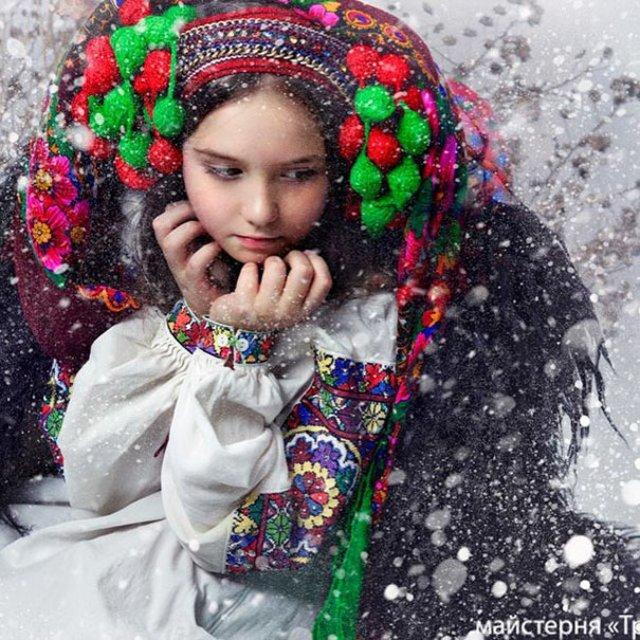 Frumusetea traditionala a femeilor ucrainiene - Poza 12