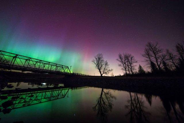 Lumini nordice dansand pe cerul instelat - Poza 2
