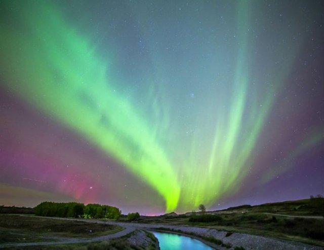 Lumini nordice dansand pe cerul instelat - Poza 3