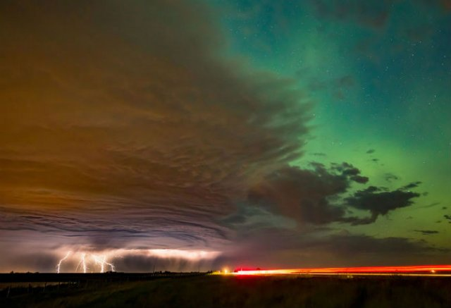 Lumini nordice dansand pe cerul instelat - Poza 7