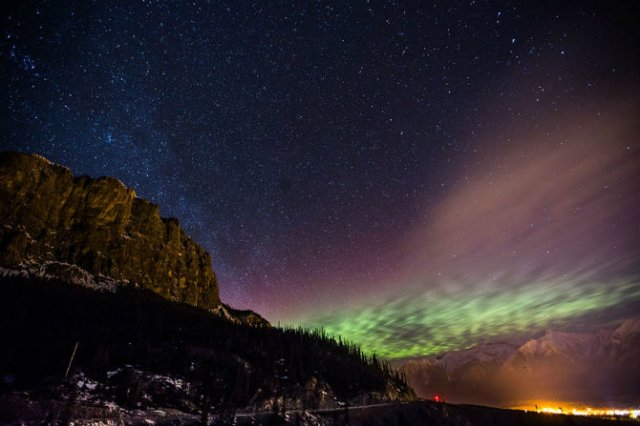 Lumini nordice dansand pe cerul instelat - Poza 8