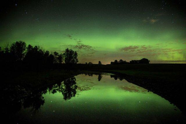 Lumini nordice dansand pe cerul instelat - Poza 9