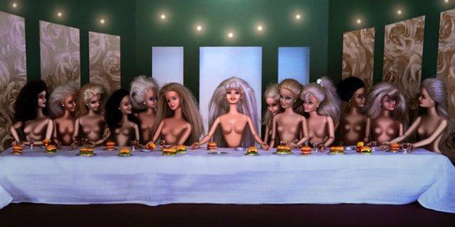 Barbie invadeaza picturi celebre pentru a readuce femeia in istoria ar - Poza 1