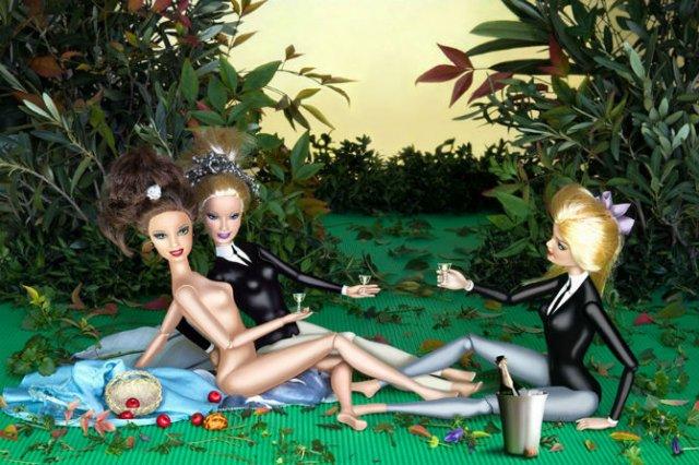 Barbie invadeaza picturi celebre pentru a readuce femeia in istoria ar - Poza 6