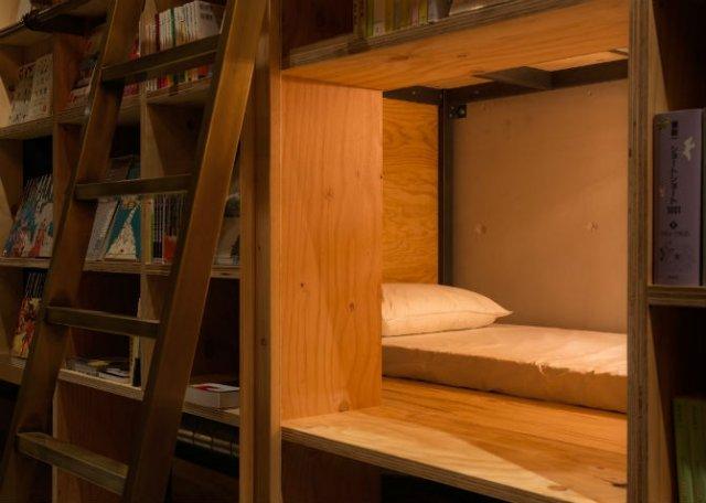 Locul in care dormi alaturi de carti, pe rafturi - Poza 3